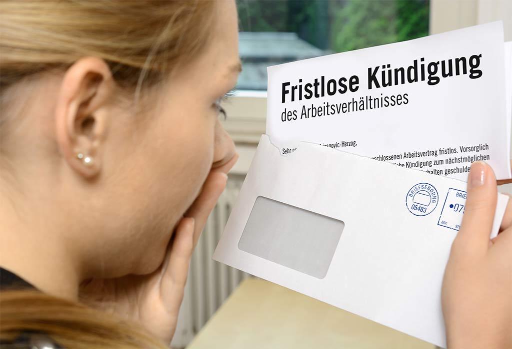 Frau erhält eine fristlose Kündigung - Arbeitsrecht Berlin